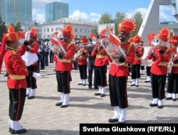 Военный оркестр Индии на параде в Астане. 6 мая 2012 года.