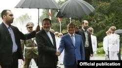 Իրանի առաջին փոխնախագահ Էսհաղ Ջահանգիրին ողջունում է Հայաստանի վարչապետ Հովիկ Աբրահամյանին, Թեհրան, 20-ը հոկտեմբերի, 2014թ․