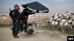 Израильские полицейские на посту наблюдения. Иллюстративное фото.