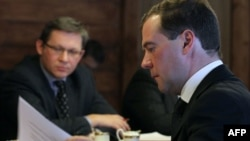 Russia - Russia's President Dmitry Medvedev (right) looks through some documents as he meets opposition leaders, including liberal politician Vladimir Ryzhkov (left).