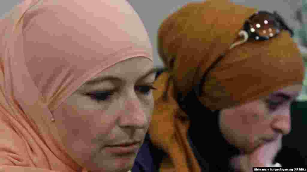 Мерьем Куку рассказывает о голодовке своего супруга, Эмира-Усеина Куку. Он объявил голодовку 26 июня, в день своего рождения. Сегодня пятый день его протеста