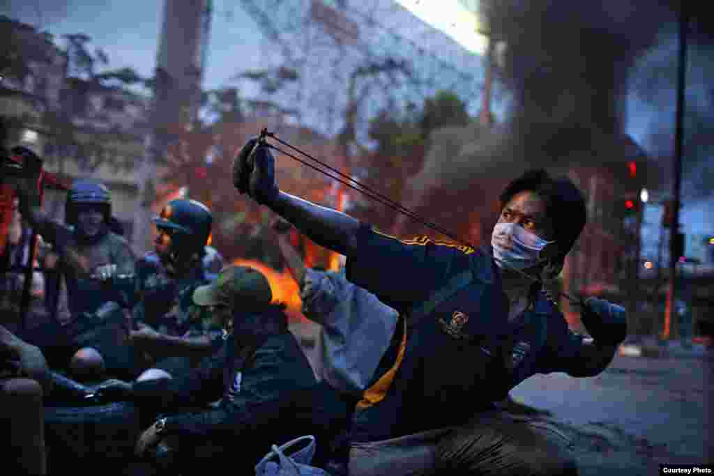 2-е место / Горячие новости / Серии Корентан Фолэн, Франция, Fedephoto Антиправительственные волнения, Бангкок, Тайланд, май 2010.