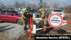 Иллюстрационное фото. КПВВ «Золотое», Луганская область, февраль 2016 года