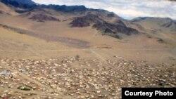 Баян-Өлгий аймағының орталығы Өлгий қаласының ұшақтан қарағандағы көрінісі. Моңғолия, шілде, 2008 жыл.