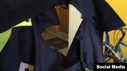 Парваная куртка супрацоўніка ДПС, апублікаваная як доказ хуліганскіх дзеяньняў раварыстаў
