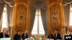 Перед началом многосторонней встречи в Париже