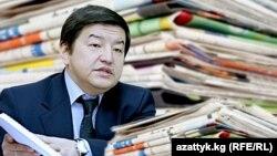 Акылбек Жапаров (коллаж)