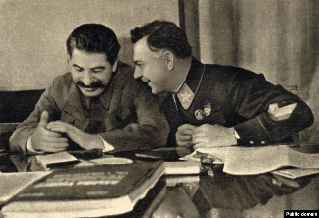 Иосиф Сталин и Климент Ворошилов, 1935 год