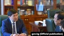 Премьер-министр Мухаммедкалый Аблыгазиев встречается с Мэном Фанчунем.