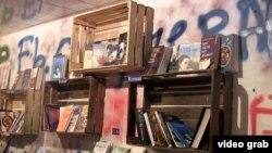 «Yeraltından kitablar» mağazası
