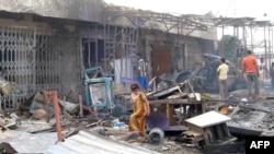 محل انفجار خودروی انتحاری در محله الشعله که روز چهارشنبه منجر به کشته و زخمی شدن بیش از یکصد عراقی شد