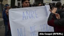 La un protest împotriva prețurilor stabilite de ANRE