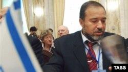 آويگدور ليبرمن، وزير امور خارجه جديد اسرائيل، می گوید:اسرائيل تنها به توافقنامه «نقشه راه» که در سال ۲۰۰۳ امضاء شد متعهد است.