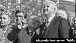 Москва,1993 шо. Ельцин Борис а, Лужков Юрий а.