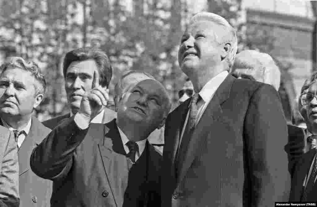 Russian President Boris Yeltsin (right) and Moscow Mayor Yury Luzhkov on June 9, 1993. Luzhkov had sided with Yeltsin during the 1991 attempt by senior KGB officials to overthrow reformist Soviet leader Mikhail Gorbachev and during the Russian president's 1993 standoff with lawmakers in which Yeltsin ordered tanks to fire on the parliament building.