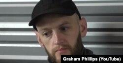Бенджамін Стімсон бере участь у зйомках відео пропагандиста Ґрема Філіпса