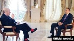 Ադրբեջանի նախագահ Իլհամ Ալիեւը հարցազրույց է տալիս «Ալ-Ջազիրա»-ի թղթակից Դեյվիդ Ֆրոսթին, Բաքու, 11-ը հոկտեմբերի, 2011թ.