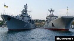 Украинские военные корабли в Севастополе. 2013 год