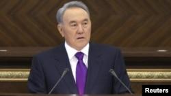 Қазақстан президенті Нұрсұлтан Назарбаев парламентте сөйлеп тұр. Астана, 27 қаңтар 2012 жыл.