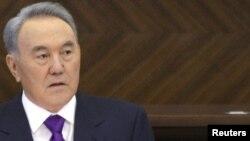 Президент Казахстана Нурсултан Назарбаев выступает в парламенте с посланием. Астана, 27 января 2012 года.