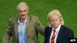 وینفرد شفر( سمت راست) همراه با رودی فولر، بازیکن اسبق تیم ملی فوتبال آلمان