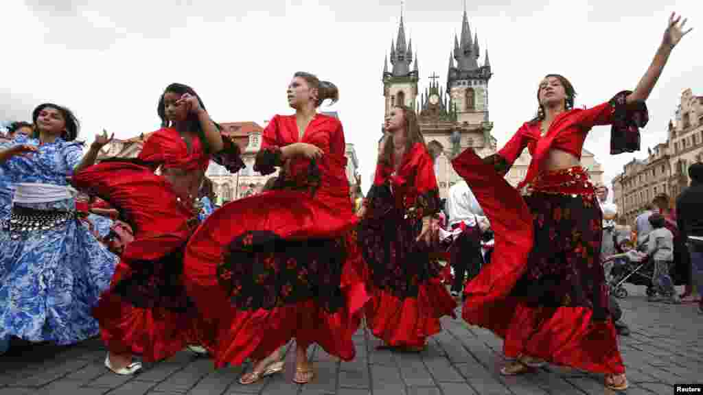 Participants in the Khamoro World Roma Festival dance through the historical centre of Prague on May 31.(Reuters/David W. Cerny)
