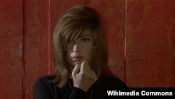 """Monica Vitti 1964-cü ildə Antonioninin """"Qırmızı səhra"""" filmində."""