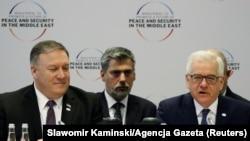 ვარშავა, 2019 წლის 14 თებერვალი: აშშ-ის სახელმწიფო მდივანი მაიკ პომპეო (მარცხნივ) ახლო აღმოსავლეთის შესახებ კონფერენციაზე