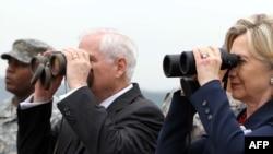 შეერთებული შტატების სახელმწიფო მდივანი ჰილარი კლინტონი და თავდაცვის მინისტრი რობერტ გეითსი