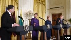 Președinții Raimonds Vejonis, Kersti Kaljulaid, Dalia Grybauskaite și Donald Trump (de la stânga la dreapta)
