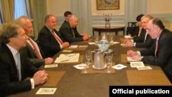 ԱՄՆ - ԵԱՀԿ-ի Մինսկի խմբի համանախագահները հանդիպում են Հայաստանի և Ադրբեջանի արտգործնախարարների հետ, Նյու Յորք, 27-ը սեպտեմբերի, 2013թ․
