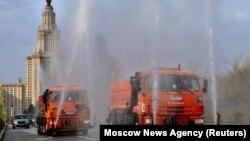 Дезинфекция территории МГУ, 24 апреля 2020 года