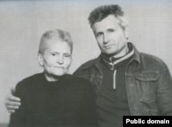 Оксана Мешко разом із сином на засланні. 1981 рік