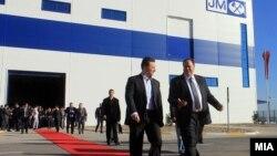 """Премиерот Никола Груевски присуствуваше на отворањето на нови производствени погони на Компанијата """"Џонсон Мети"""" во Бунарџик."""