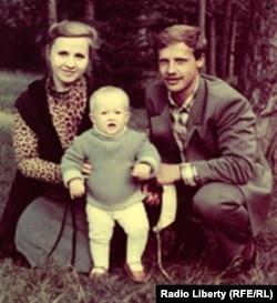 З жонкай і сынам, 1984 год