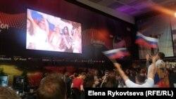 Кончита Вурст объявляет о лидерстве Полины Гагариной по итогам голосования 20 стран
