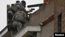 Բելգիա - Ոստիկանությունը հակաահաբեկչական գործողություն է իրականացնում Բրյուսելի արվարձաններից մեկում, նոյեմբեր, 2016թ․