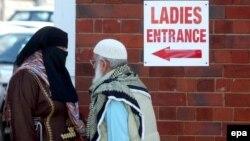 Біля однієї з мечетей у регіоні Бірмінгема, архівне фото