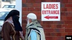 Ұлыбританиялық мұсылмандар жұма намазына жиналып жатыр. Бирмингэм, 2 ақпан 2007 жыл