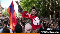 RFE/RL's photo journalist Amos Chapple was one of the first photo journalists on the ground in Yerevan at the first signs of unrest in April 2018.