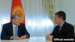 Алмазбек Атамбаев менен Пархат Турду. 4-июнь, 2016-жыл.