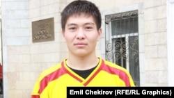 Хоккей боюнча Кыргызстандын курамасынын эң жаш оюнчусу Дуулат Абышов. 16-апрель, 2015-ж. Бишкек.