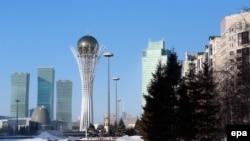 Вид на монумент «Астана–Байтерек» в столице Казахстана.