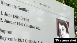 Imagine a sopranei Henriette Gotlieb la expoziția de la Bayreuth