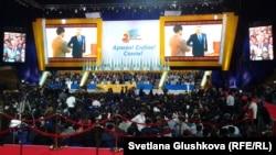 Президенттік «Нұр Отан» партиясының жастар қанаты - «Жас Отанның» 2-съезі. Астана, 16 қараша 2012 жыл. (Көрнекі сурет)