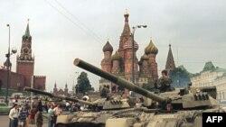 Қизил Майдонда танклар, 19 август 1991 йил.