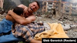 A Georgian man cries as he holds the body of his relative after a bombardment in Gori, 80 kilometers from Tbilisi, in August 2008.