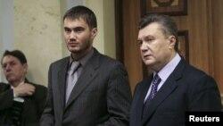 Віктор Янукович-молодший (л) із батьком (п)