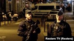 Полиция патрулирует улицы Парижа после теракта 12 мая