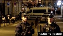 Поліцейські у Парижі на місці злочину ввечері 12 травня 2018 року.